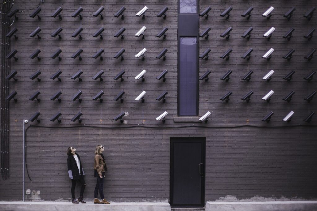 image of cctv cameras positioned in a pattern on a wall