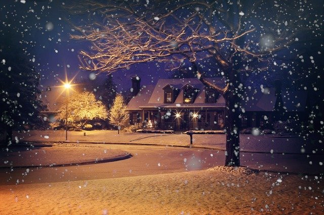 image of a house at christmas time